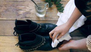 Cách xử lý giày bị mốc bằng giấm ăn