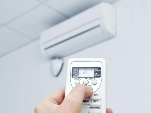cách bật chế độ dry của điều hòa