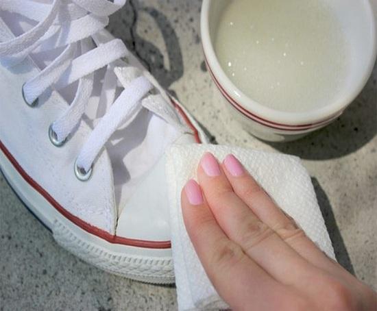 cách đánh giày trắng