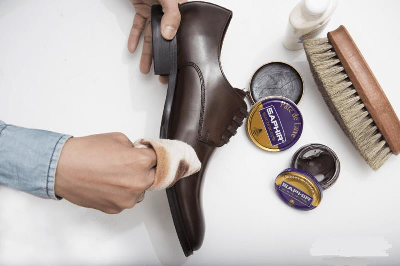 Hướng dẫn cách đánh xi giày đúng cách