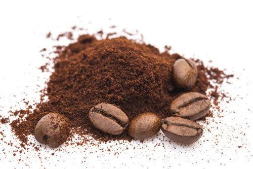 khử mùi ẩm mốc bằng bã cafe