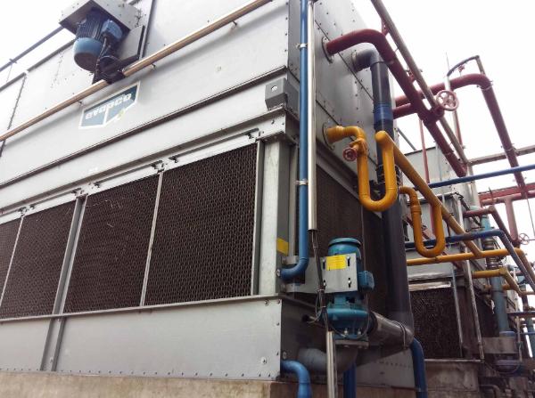Lưu ý an toàn khi sử dụng hóa chất xử lý nước cho tháp giải nhiệt