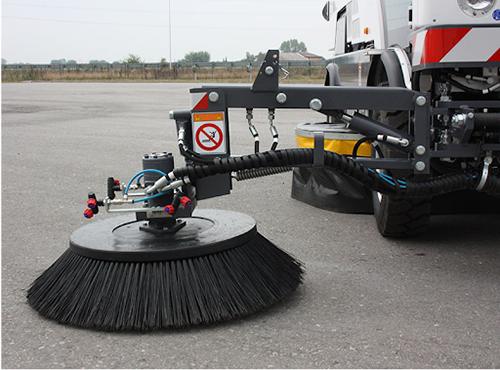Các loại chổi xe quét đường và những lưu ý khi sử dụng thiết bị quét rác