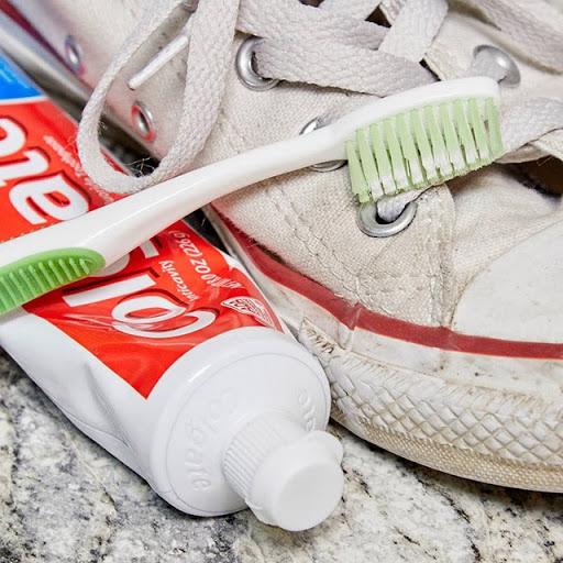 Hướng dẫn cánh giầy bằng kem đánh răng hiệu quả nhất