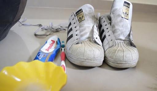 Có thể dùng kem đánh răng để thực hiện đánh xi cho giày